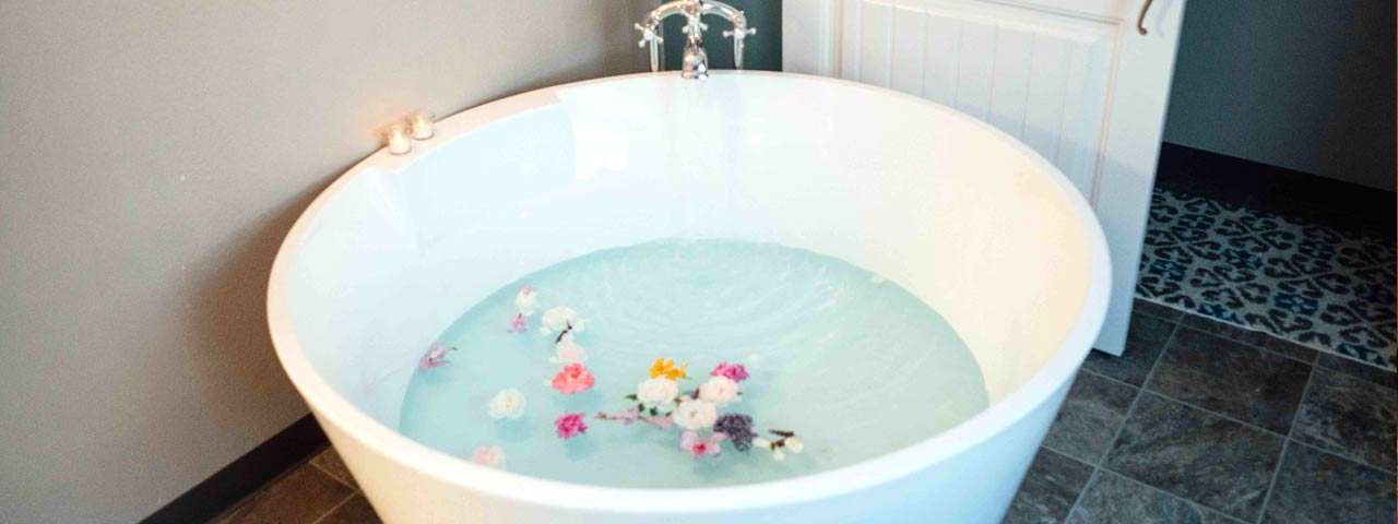 Tub with flowers